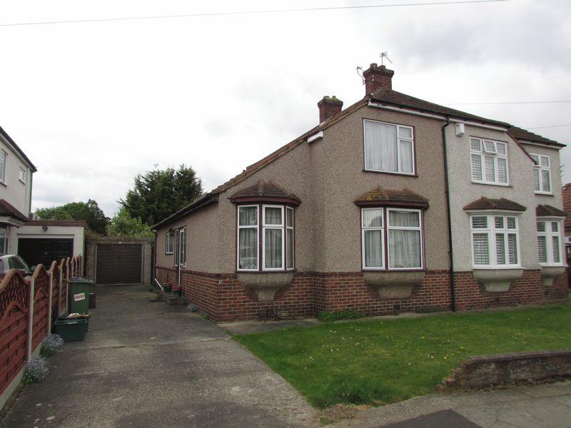 3 Bedrooms Semi Detached House for sale in Palmar Road, Bexleyheath