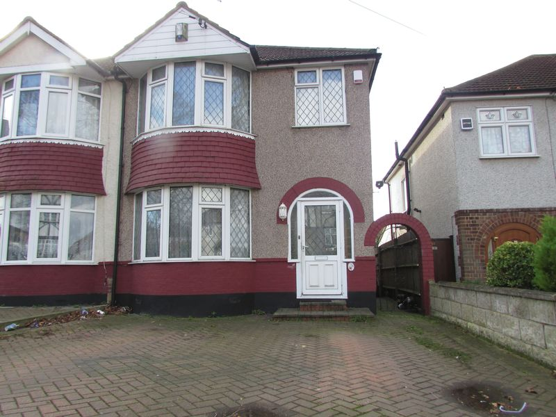 3 Bedrooms Semi Detached House for sale in Brent Lane, Dartford