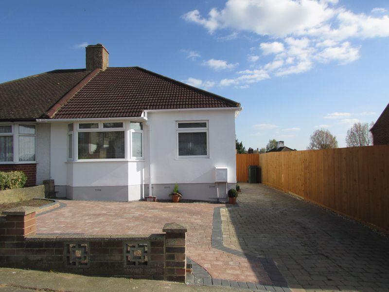 2 Bedrooms Semi Detached Bungalow for sale in Edmunds Avenue, Orpington