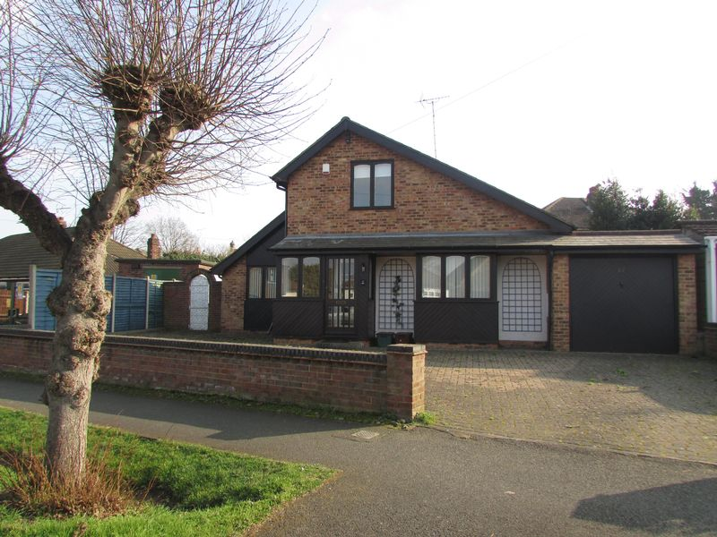 2 Bedrooms Detached Bungalow for sale in Park Crescent, Erith