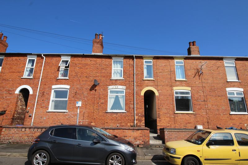 3 Bedrooms Terraced House for sale in Alexandra Terrace, UPHILL, Lincoln