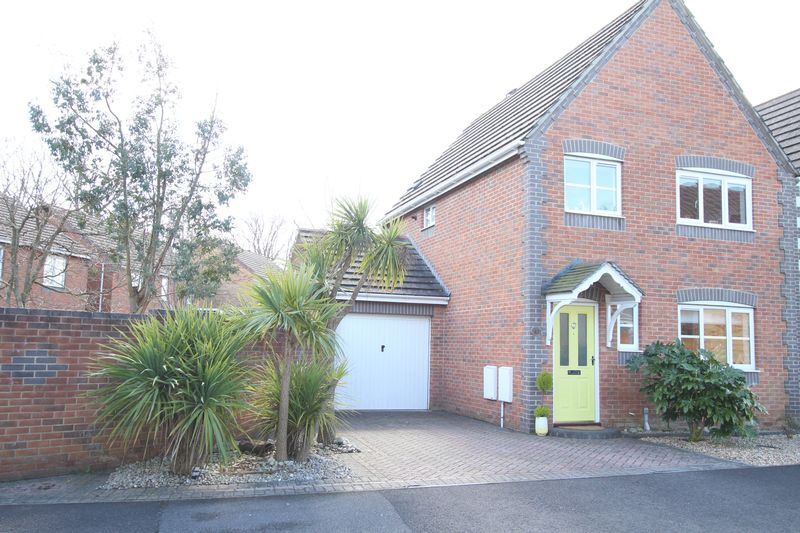 3 Bedrooms Detached House for sale in Buchan Avenue, Fareham