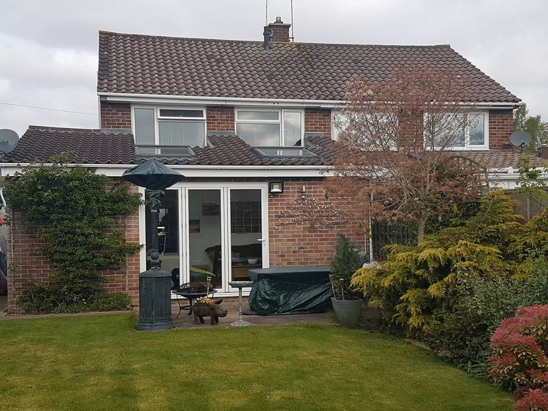 3 Bedrooms Semi Detached House for sale in Heatherstone Avenue, Southampton