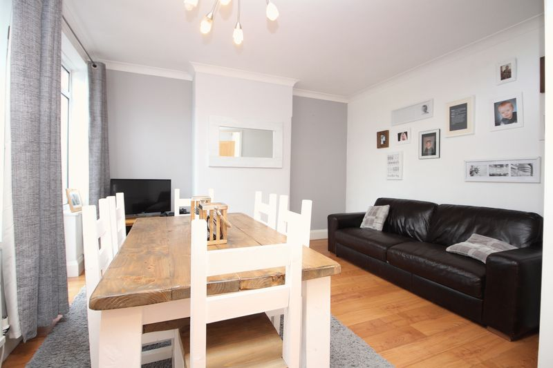 3 Bedrooms Terraced House for sale in Walkden Road, Worsley, Manchester M28