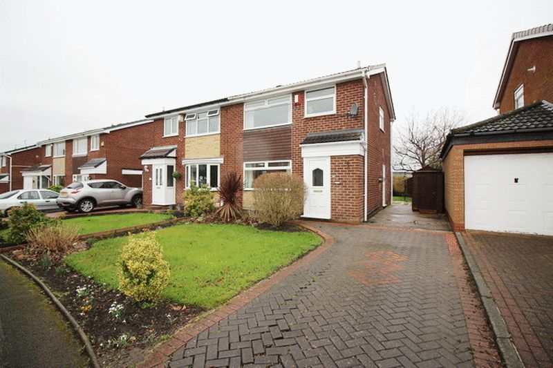 3 Bedrooms Semi Detached House for sale in Ashcombe Drive, Breightmet, Bolton, BL2 6TD