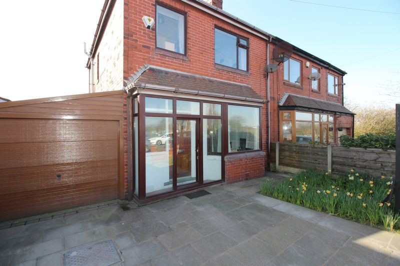 3 Bedrooms Semi Detached House for sale in Hollin Lane, Middleton, Manchester M24