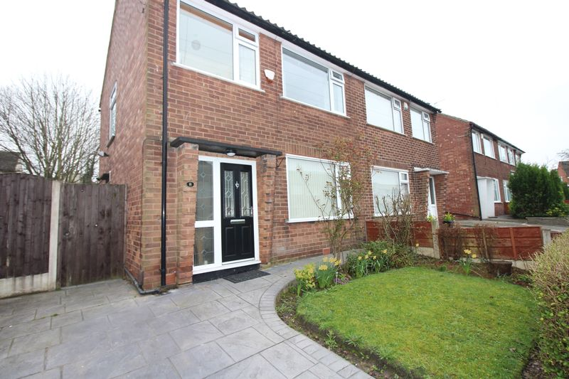 3 Bedrooms Semi Detached House for sale in Lindale Avenue, Bury BL9