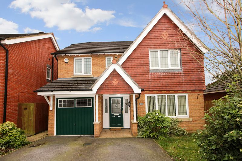 4 Bedrooms Detached House for sale in Gigg Lane, Bury BL9