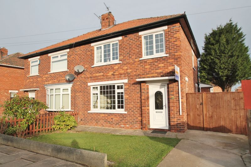 3 Bedrooms Semi Detached House for sale in Parkfield Avenue, Tollesby