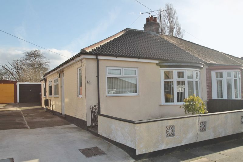 2 Bedrooms Semi Detached Bungalow for sale in Park Avenue South, Ormesby