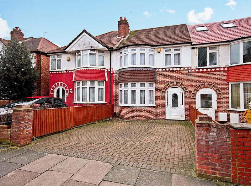 3 Bedrooms Terraced House for sale in Carr Road, Northolt