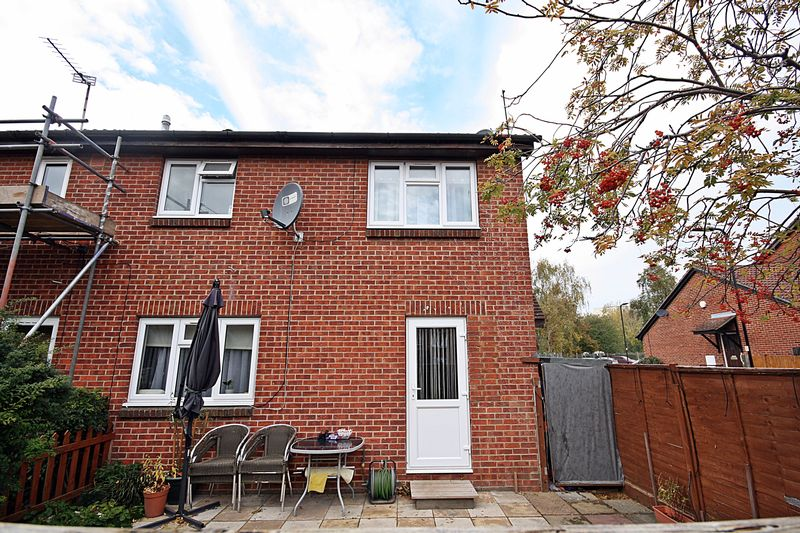 1 Bedroom Terraced House for sale in Concord Close UB5 6JZ