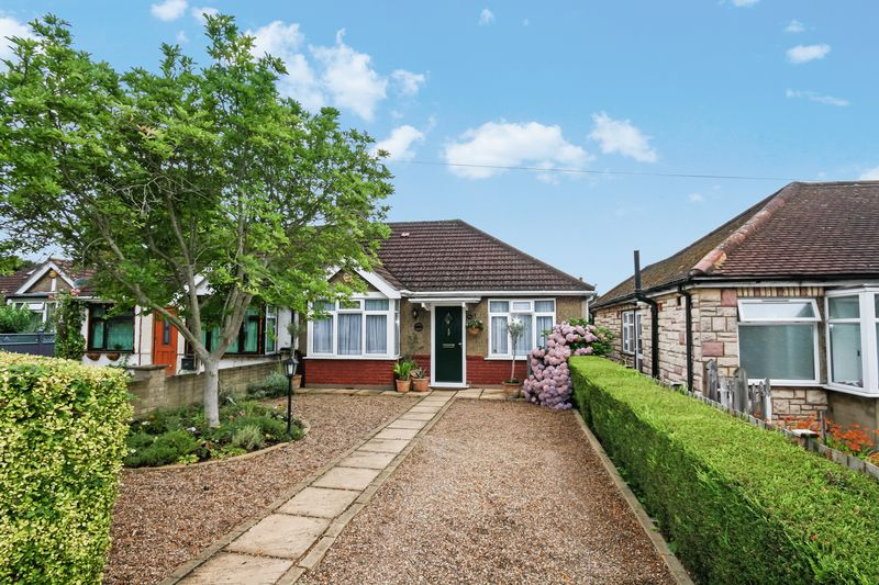 3 Bedrooms Semi Detached Bungalow for sale in Eastcote Lane, Northolt
