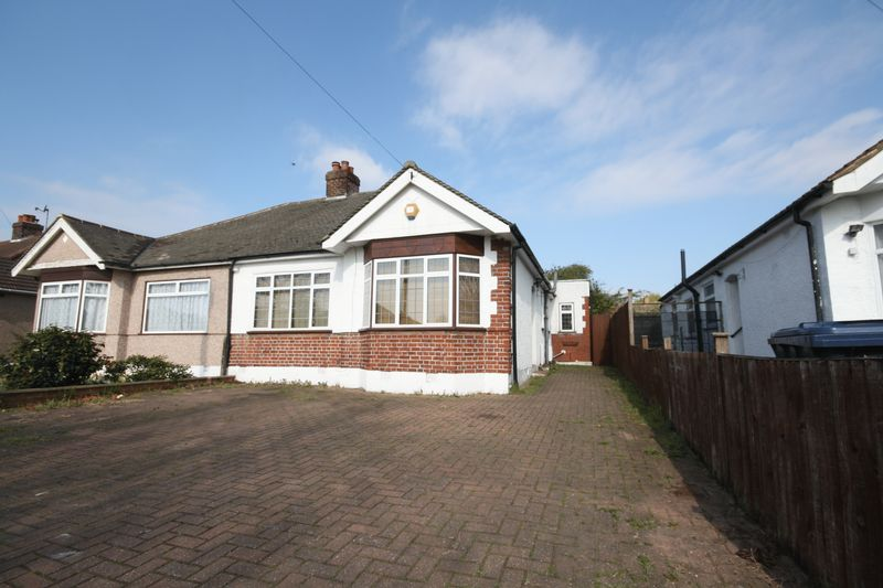 3 Bedrooms Semi Detached Bungalow for sale in Islip Gardens, Northolt