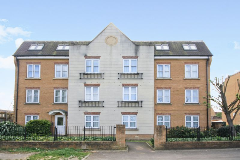 1 Bedroom Flat for sale in Lamb Close, Northolt