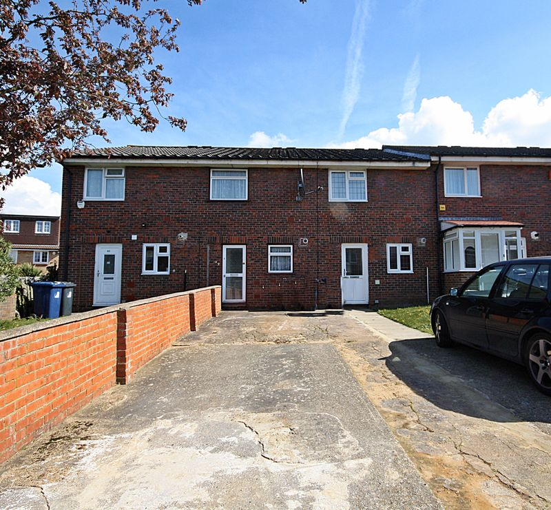 2 Bedrooms Terraced House for sale in Blenheim Road, Northolt
