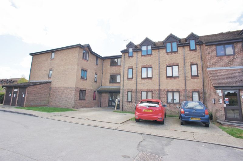 2 Bedrooms Flat for sale in Campernell Close, Brightlingsea