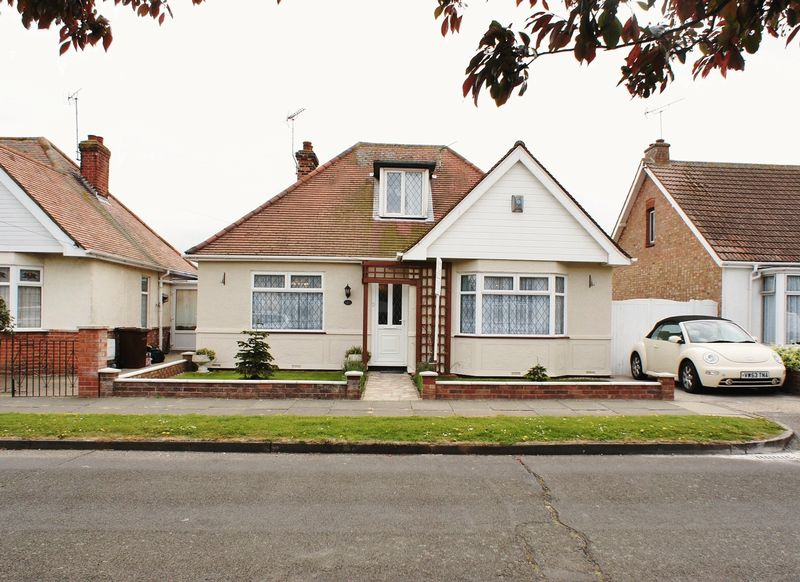 3 Bedrooms Detached House for sale in Salisbury Road, Holland on Sea
