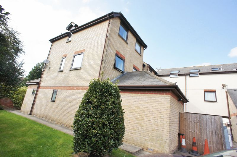 2 Bedrooms Flat for sale in Osbornes Court, Brightingsea