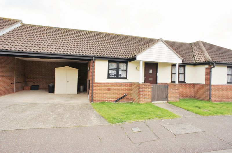 2 Bedrooms Bungalow for sale in Springfields, Brightlingsea