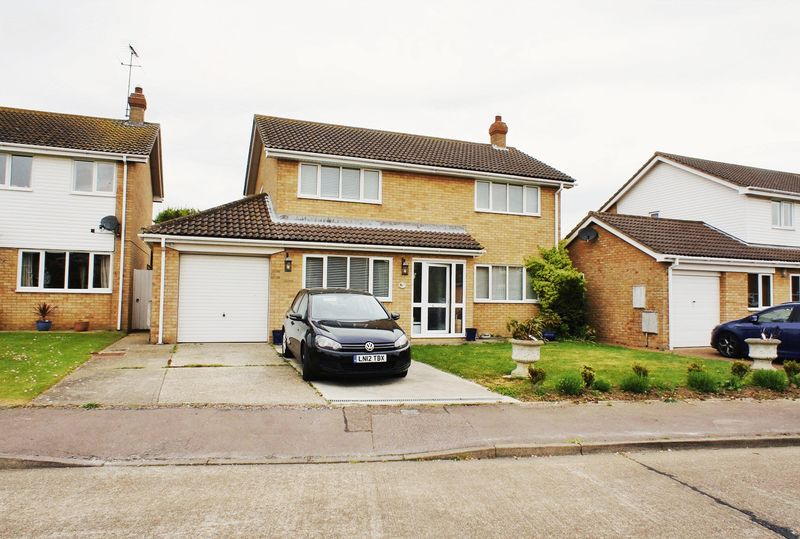 3 Bedrooms Detached House for sale in Holledge Crescent, Kirby Cross, Frinton-On-Sea