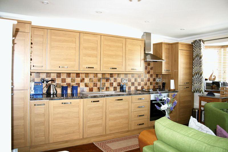 2 Bedrooms Flat for sale in Lower Park Road, Brightlingsea