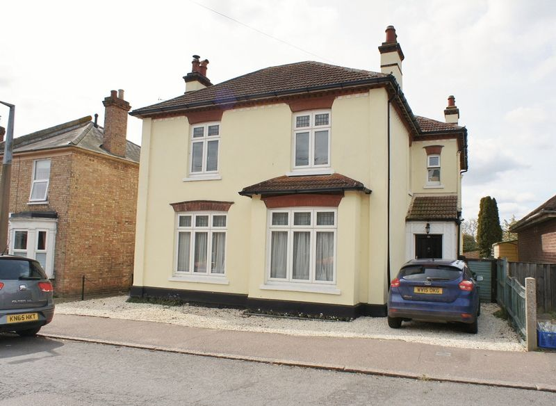 4 Bedrooms Detached House for sale in Ladysmith Avenue, Brightlingsea
