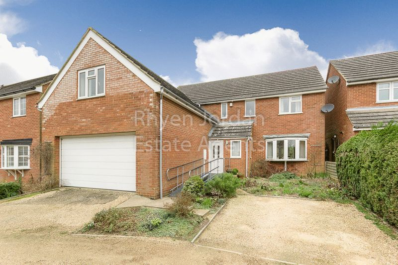 5 Bedrooms Detached House for sale in The Slade, Newton Longville, Milton Keynes