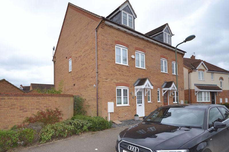 3 Bedrooms Property for sale in Garwood Crescent, Milton Keynes