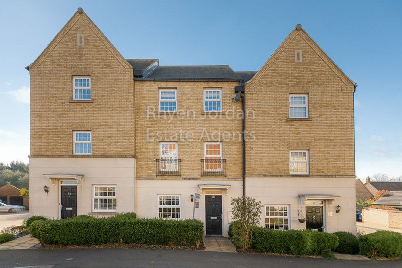 4 Bedrooms Property for sale in Harlow Crescent, Milton Keynes
