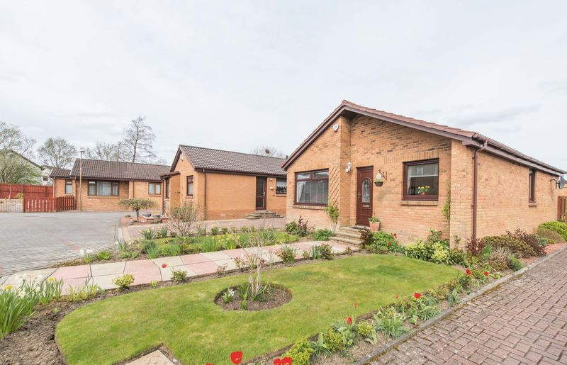 3 Bedrooms Detached Bungalow for sale in West Bankton Place, Livingston EH54 9ED