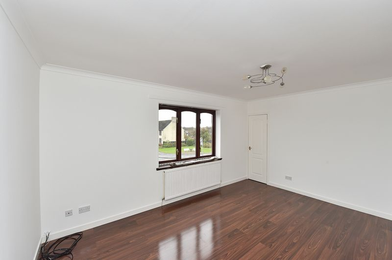 2 Bedrooms Flat for sale in Easter Road, Shotts, ML7 4AS