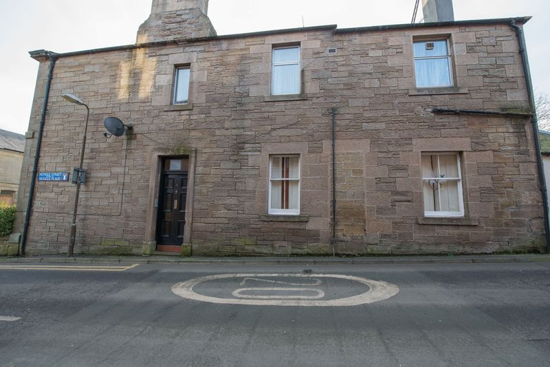 3 Bedrooms Flat for sale in Mungle Street, West Calder, EH55 8BX