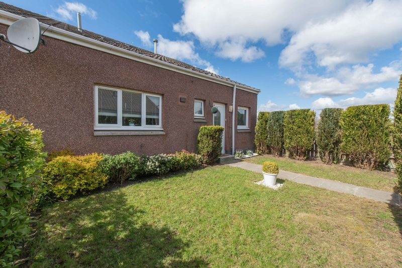 4 Bedrooms Terraced House for sale in Cameron Way, Knightsridge, Livingston EH54 8HE