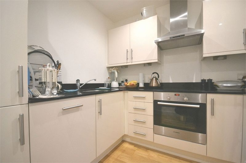 1 Bedroom Flat for sale in 3 Zenith Close, London