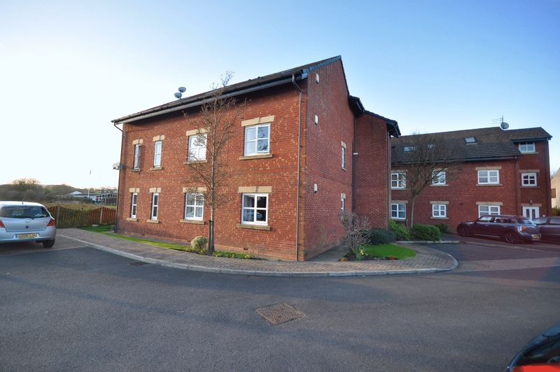 2 Bedrooms Flat for sale in Burns Court, Rochdale