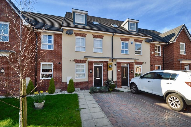 4 Bedrooms Mews House for sale in Rayleigh Close, Manchester