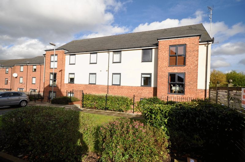 2 Bedrooms Flat for sale in Manchester Street, Heywood
