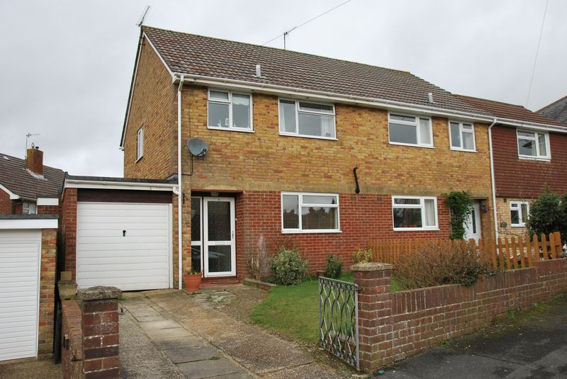 3 Bedrooms Semi Detached House for sale in Cheshire Close, Salisbury