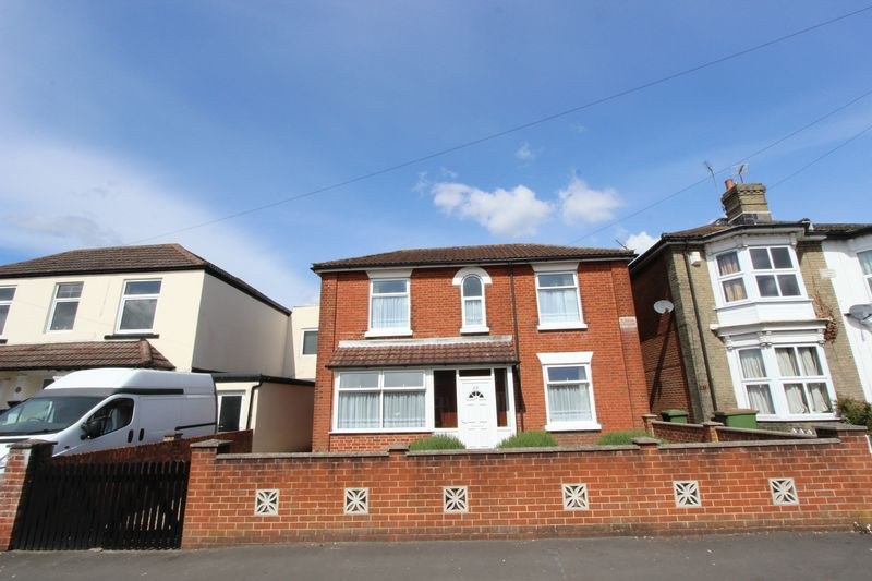 3 Bedrooms Detached House for sale in Shirley