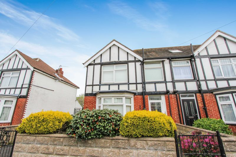 3 Bedrooms Semi Detached House for sale in Regents Park