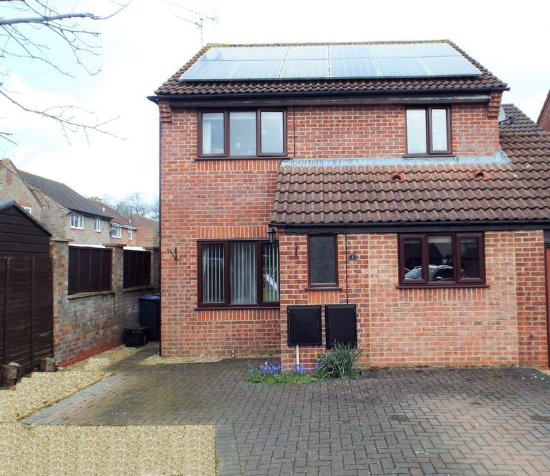 4 Bedrooms Detached House for sale in Wardour Road, Chippenham