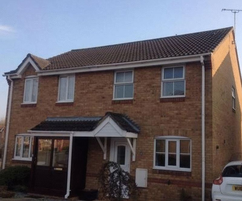3 Bedrooms Semi Detached House for sale in Ascot Close, Chippenham