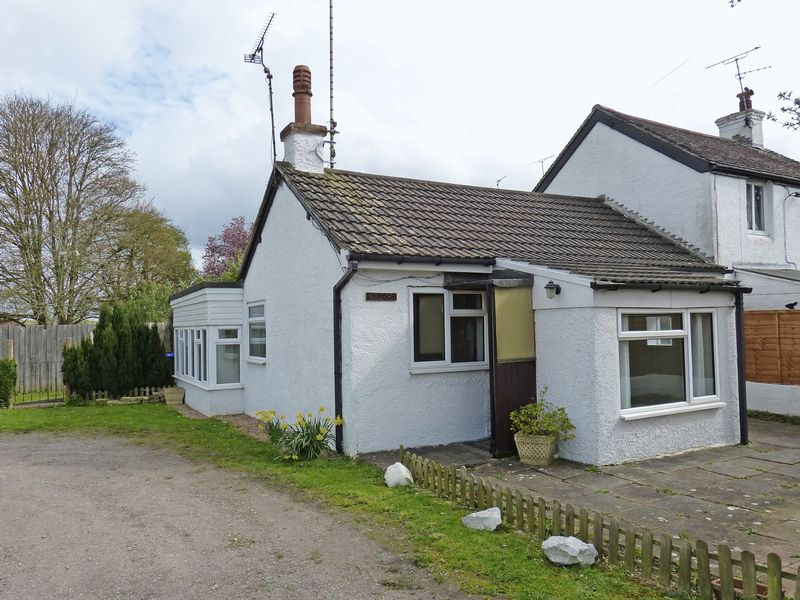 1 Bedroom Semi Detached Bungalow for sale in Bulford Road, Durrington