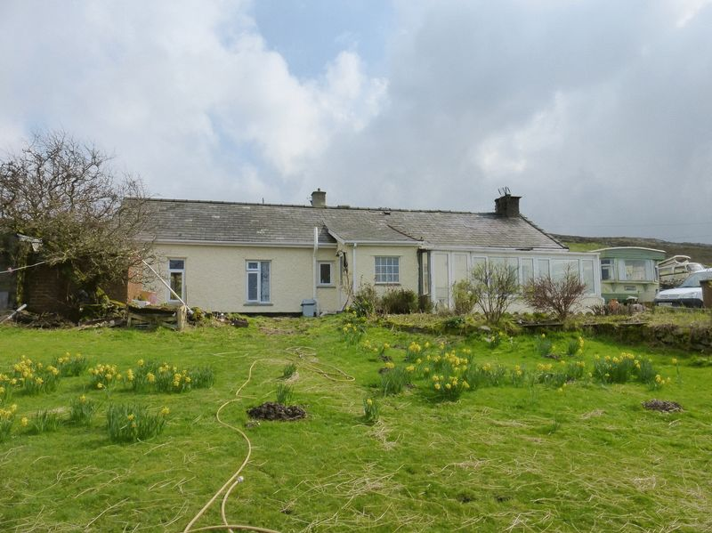 2 Bedrooms Detached House for sale in Waunfawr