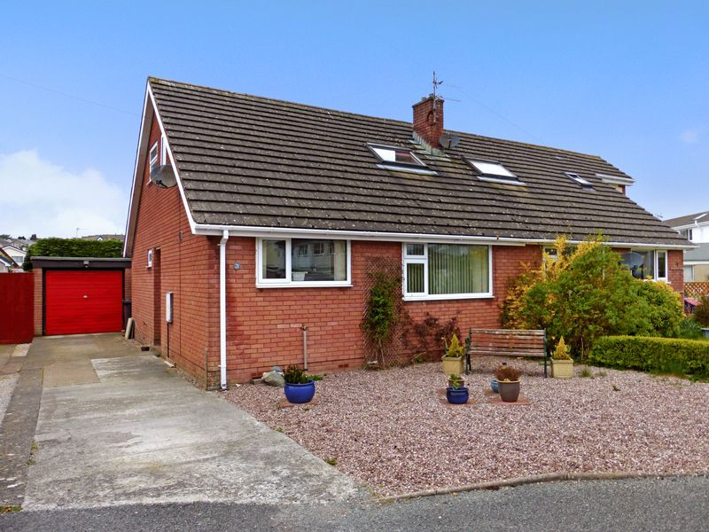 3 Bedrooms Semi Detached House for sale in Menai Bridge