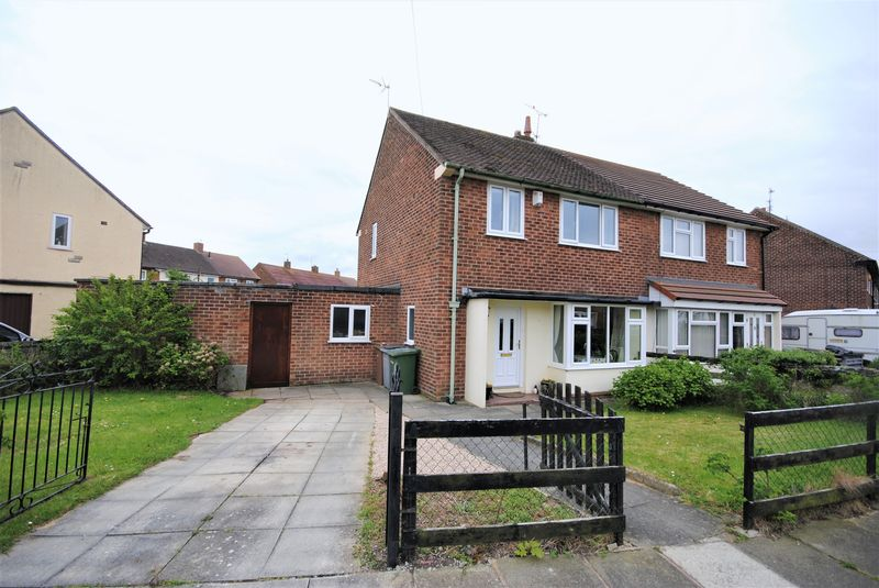 3 Bedrooms Semi Detached House for sale in Tern Way, Moreton