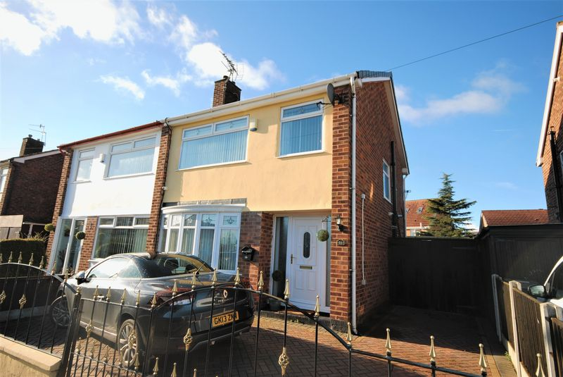 3 Bedrooms Semi Detached House for sale in Grampian Way, Moreton