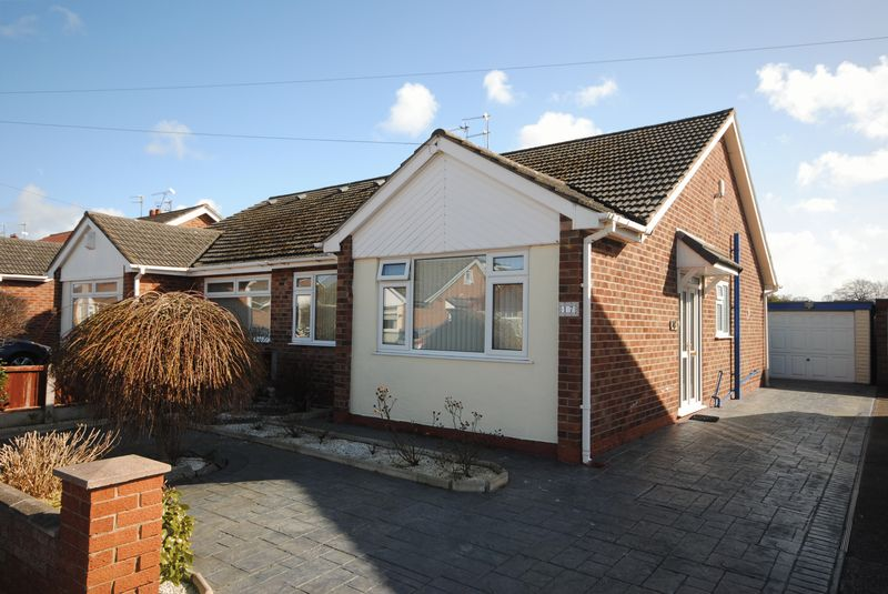 2 Bedrooms Semi Detached Bungalow for sale in Tenby Drive, Moreton