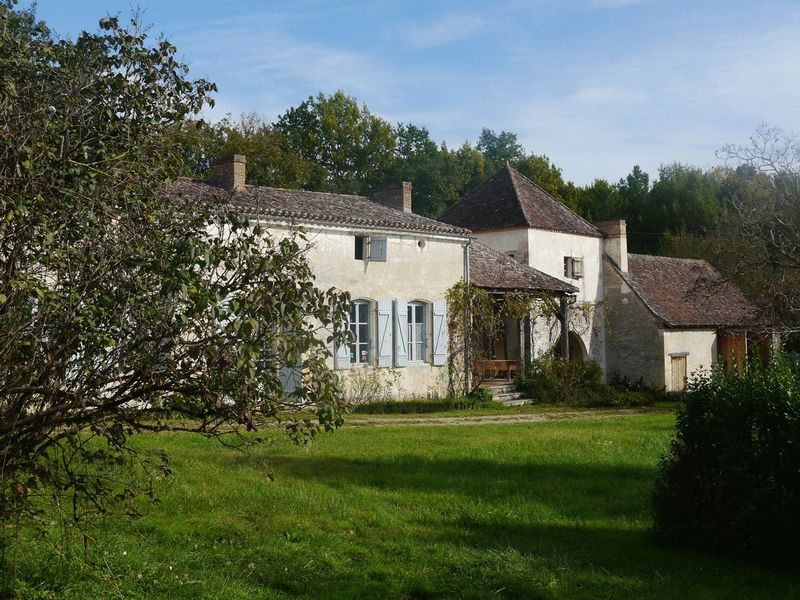 7 bedroom character property with gardens of 2.6 hectares